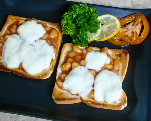 BAKED BEANS TOAST WITH CHEESE